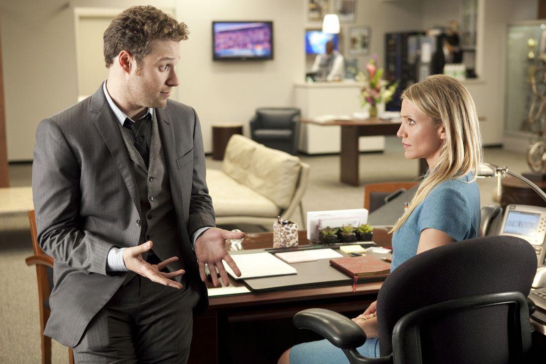 Als Britt Britt (Seth Rogen, l.) bemerkt, dass auch Kato mit seiner neuen Sekretärin, Lenore Case (Cameron Diaz, r.), ausgehen will, rastet er tota... - Bildquelle: Motion Picture   2011 Columbia Pictures Industries, Inc. All Rights Reserved.