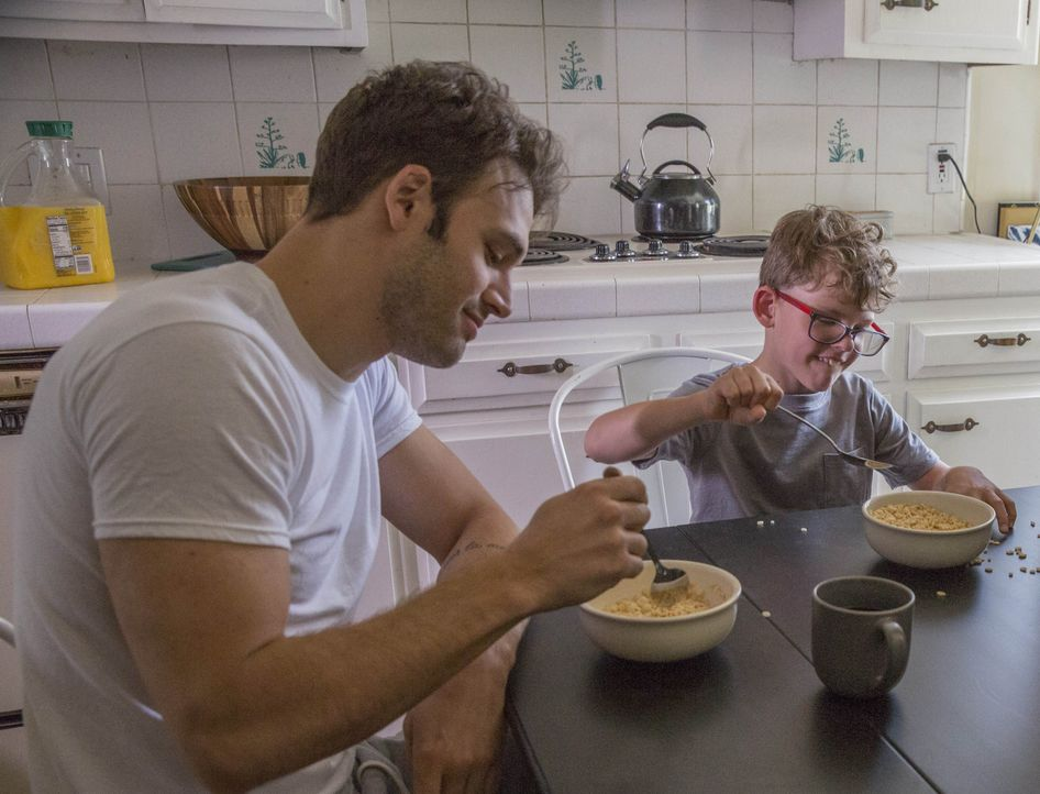 Eddie Diaz (Ryan Guzman, l.); Christopher Diaz (Gavin McHugh, r.) - Bildquelle: Jack Zeman 2018-2019 Twentieth Century Fox Film Corporation. All rights reserved. / Jack Zeman