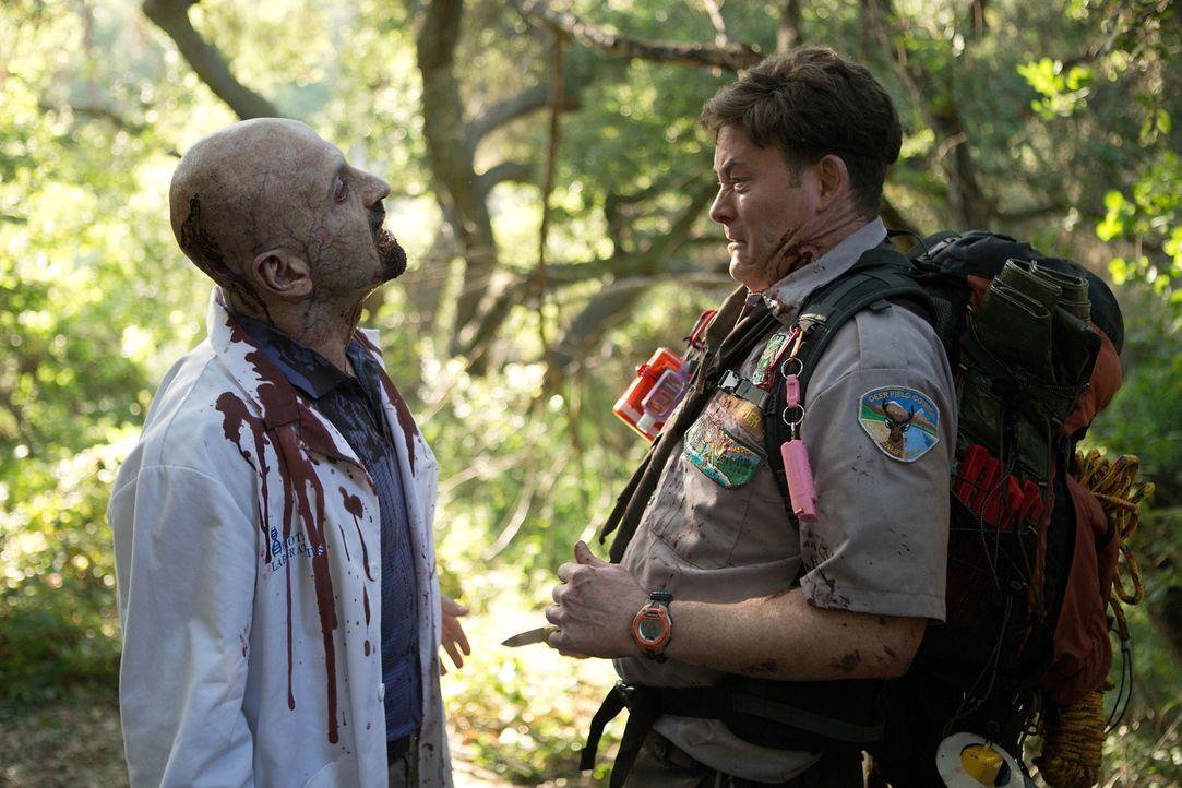 Das Pfadfinderleben steckt doch voller Überraschungen: Dies muss äußerst schmerzhaft Scout-Anführer Rogers (David Koechner, r.) erleben ... - Bildquelle: Jamie Trueblood 2015 Paramount Pictures. All Rights Reserved.
