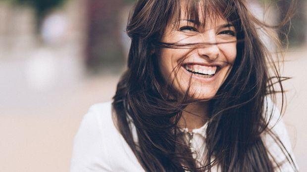 Gesunde braune Haare – ein Traum, den viele von uns haben! Welche Haarpflegep...
