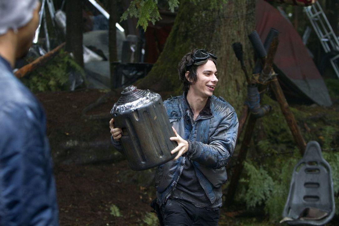 Eigentlich wollte Jasper (Devon Bostick) am Einigkeitstag ordentlich feiern, doch dann kommt alles ganz anders ... - Bildquelle: Warner Brothers