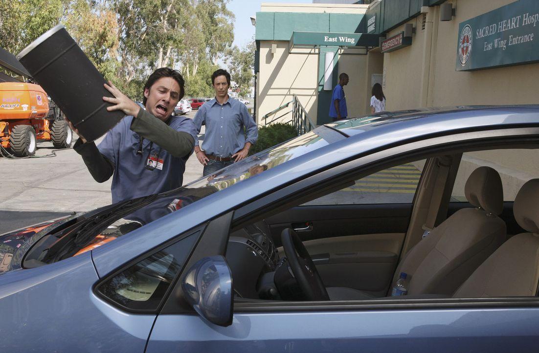 J.D. (Zach Braff, vorne) hat Zweifel an der Großzügigkeit seines Bruders Dan (Thomas Cavanagh, hinten). Er glaubt, dass er ihn wieder einmal auf d... - Bildquelle: Touchstone Television