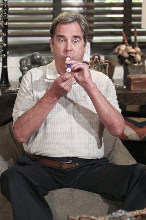 Eine Musiktherapie scheint bei Tom (Beau Bridges) wahre Wunder zu wirken ... - Bildquelle: 2013 CBS Broadcasting, Inc. All Rights Reserved.