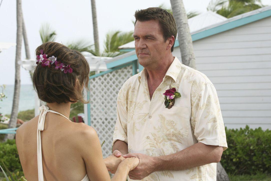 Endlich ist es soweit, der Hausmeister (Neil Flynn, r.) und seine Lady (Kit Pongetti, l.) geben sich das Ja-Wort ... - Bildquelle: Touchstone Television