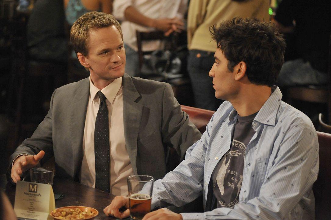 Es liegt nun an Stella Ted (Josh Radnor, r.) eine Antwort auf seinen Heiratsantrag zu geben und Barney (Neil Patrick Harris, l.) wird sich seiner Ge... - Bildquelle: 20th Century Fox International Television
