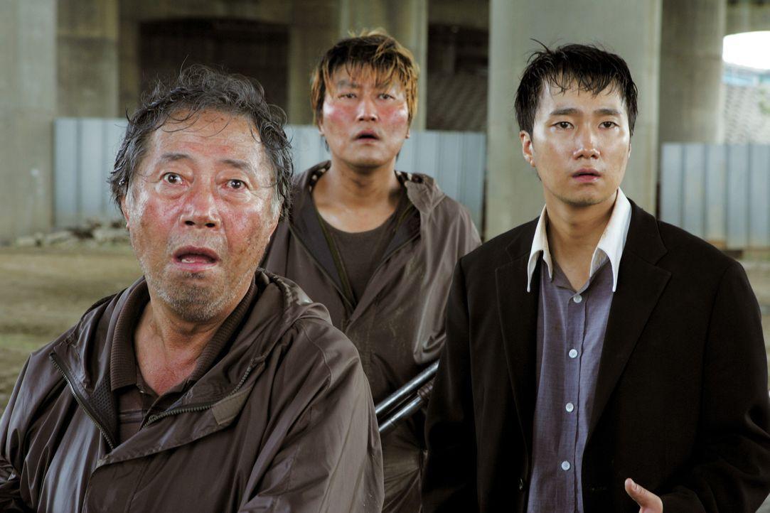 Hyun-seo lebt! Sie hat ihre Familie aus der Kanalisation, in die sie das Monster geschleppt hat, angerufen. Nun machen sich Großvater Hie-bong (Hie-... - Bildquelle: MFA