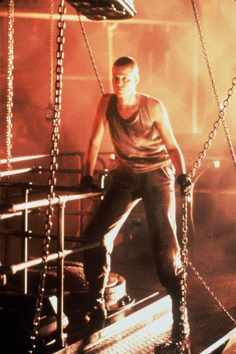 Ripley (Sigourney Weaver) ahnt nicht, dass das Alien in ihrem Körper überlebt hat und jederzeit wieder zuschlagen kann ... - Bildquelle: 20th Century Fox of Germany
