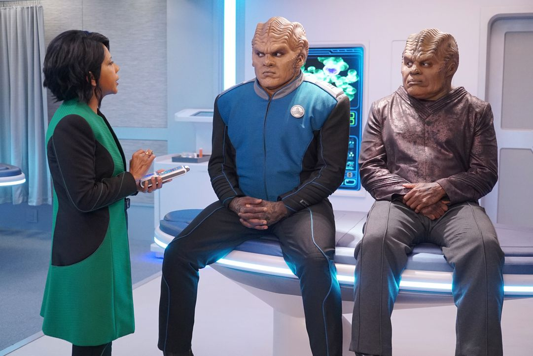(v.l.n.r.) Dr. Claire Finn (Penny Johnson Jerald); Lt. Cmdr. Bortus (Peter Macon); Klyden (Chad L. Coleman) - Bildquelle: 2019 Twentieth Century Fox Film Corporation.  All rights reserved.