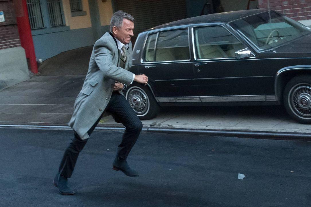 Ein Wettlauf mit der Zeit beginnt für Alfred (Sean Pertwee), um Bruce, der in großer Gefahr ist zu retten. Doch wird es ihm gelingen, den Jungen zu... - Bildquelle: Warner Brothers