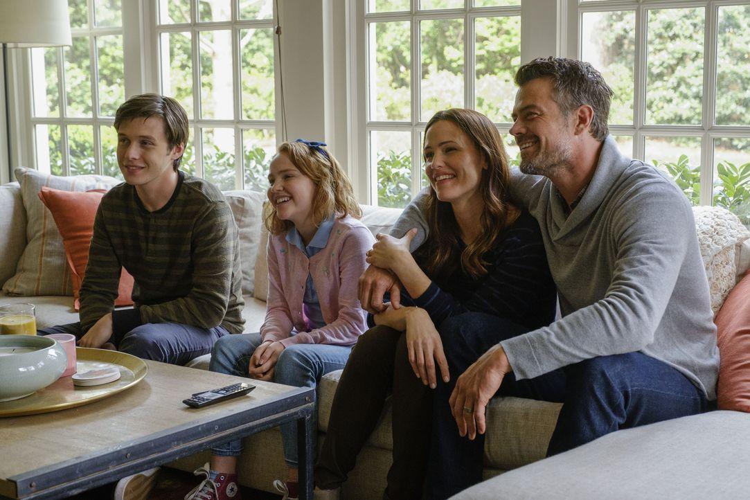 (v.l.n.r.) Simon (Nick Robinson); Nora (Talitha Bateman); Emily (Jennifer Garner); Jack Spier (Josh Duhamel) - Bildquelle: Ben Rothstein 2018 Twentieth Century Fox Film Corporation.  All rights reserved. / Ben Rothstein