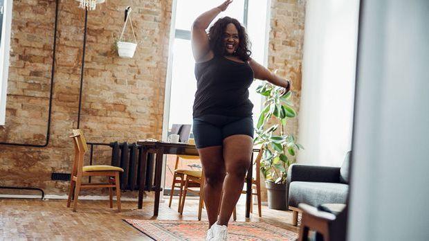 Hip Dips – warum damit auch eine Body Positivity Bewegung zusammenhängt.