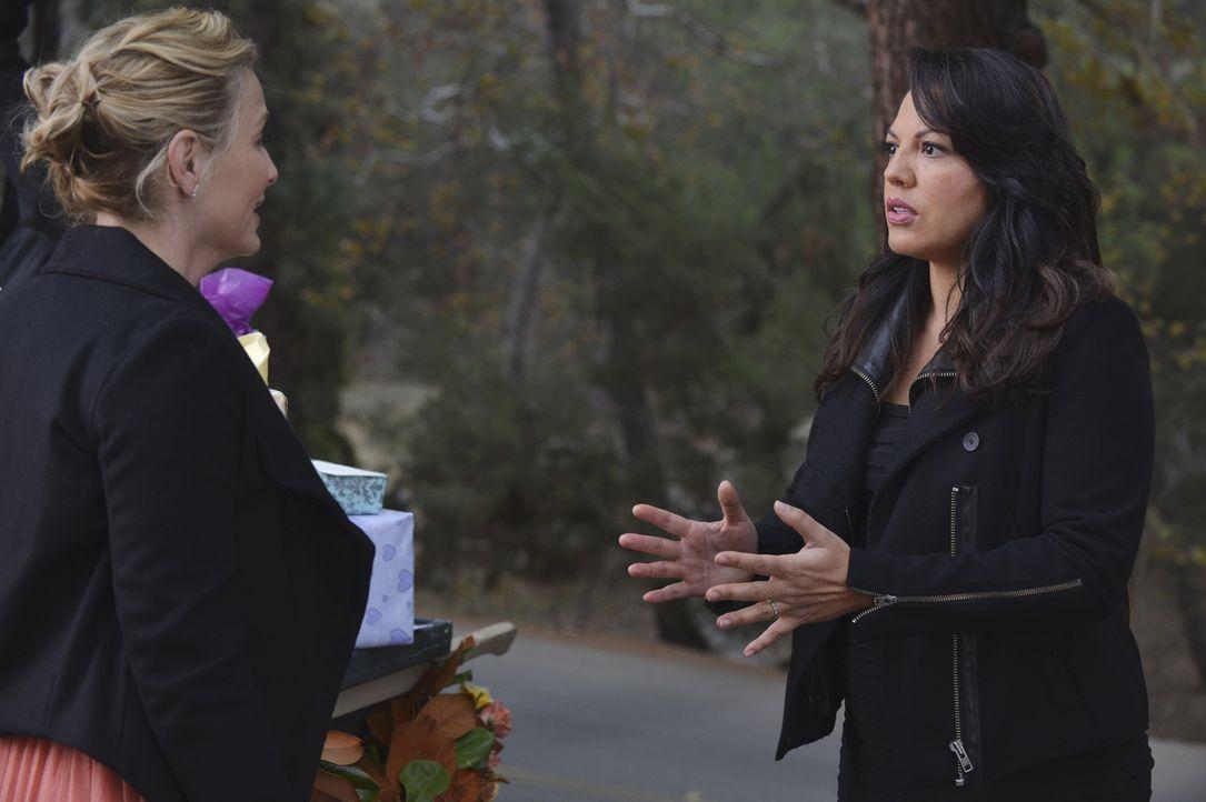 Während sich April für Jackson entschieden hat, scheint Arizona (Jessica Capshaw, l.) ihrer Ehe mit Callie (Sara Ramirez, r.) keine Chance mehr zu g... - Bildquelle: 2014 American Broadcasting Companies, Inc. All rights reserved.