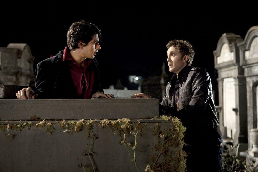 Allen Widrigkeiten zum Trotz machen sich Dylan Dog (Brandon Routh, l.) und sein inzwischen untoter Partner Marcus (Sam Huntington, r.) auf, das gefä... - Bildquelle: Kinowelt GmbH