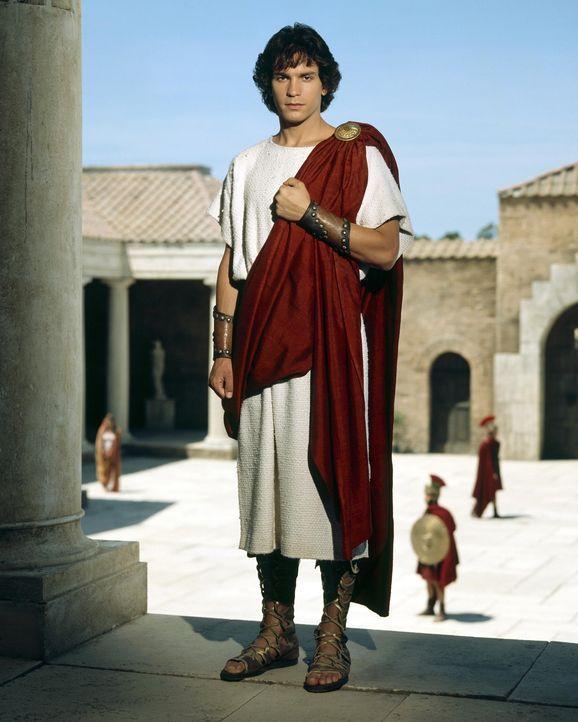 """Wird in den """"Höhlen des Todes"""" inkognito gefangen gehalten: Caesars Erbe Octavius (Santiago Cabrera) ... - Bildquelle: Hallmark Entertainment"""