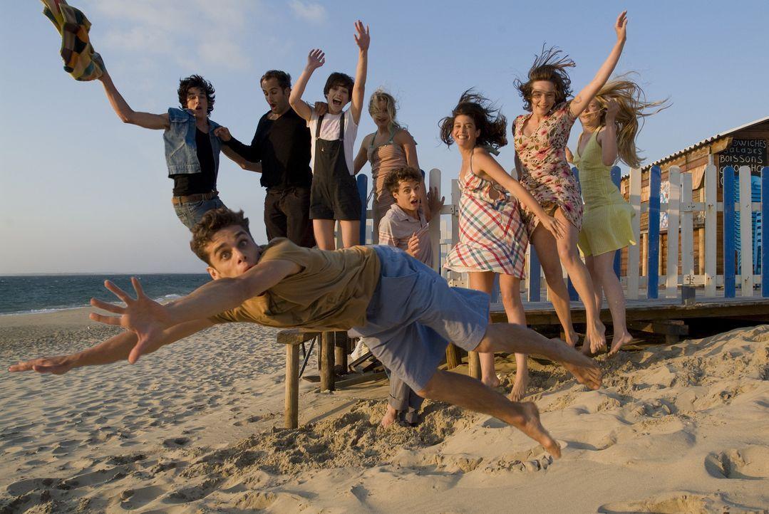 School's out - Schule war gestern: Maxime (Arthur Dupont, vorne), Sarah (Julia Piaton, 4.v.l.), Richard (Pierre Boulanger, l.), Alice (Lisa Manili,...