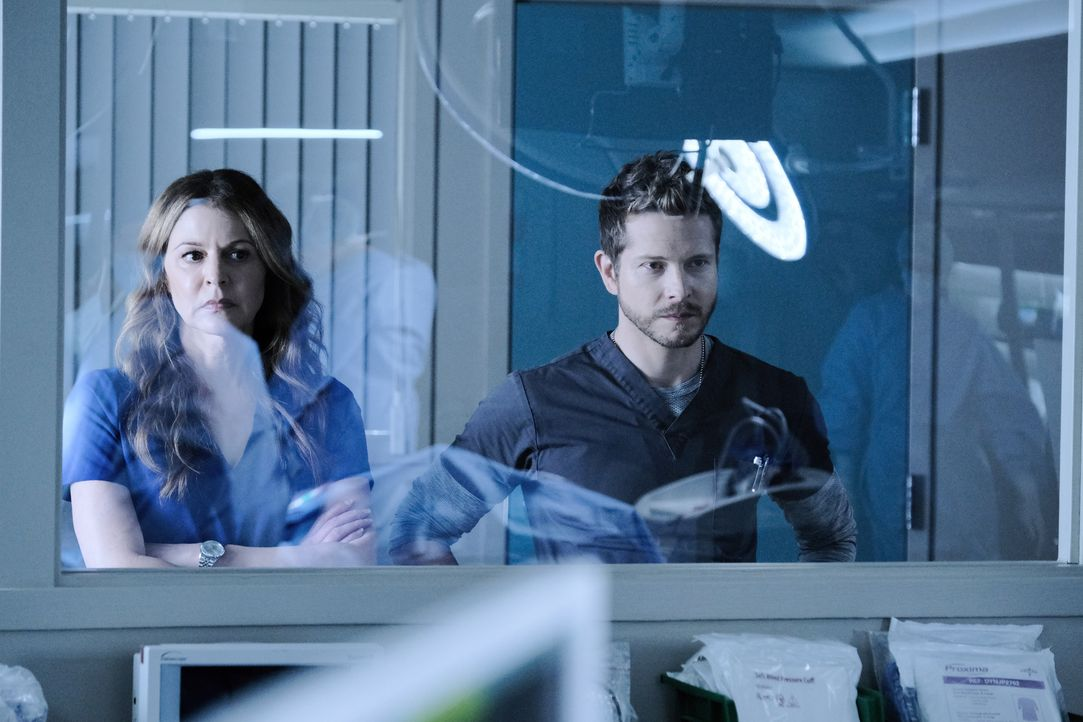 Dr. Kit Voss (Jane Leeves, l.); Dr. Conrad Hawkins (Matt Czuchry, r.) - Bildquelle: Guy D'Alema 2019-2020 Twentieth Century Fox Film Corporation.  All rights reserved. / Guy D'Alema