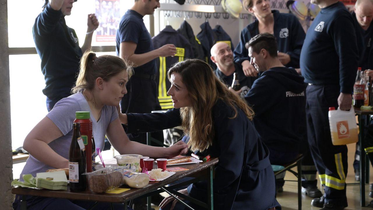 Susanne Wolff (Lena Schmidtke, l.); Eva Jordan (Katrin Bauerfeind, r.) - Bildquelle: Christiane Pausch ProSieben / Christiane Pausch