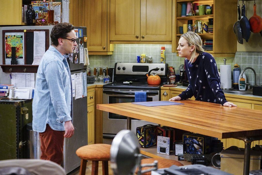 Penny (Kaley Cuoco, r.) wirft ihrem Mann Leonard (Johnny Galecki, l.) vor, dass ihre Beziehung seit der Hochzeit eingeschlafen ist. Werden die beide... - Bildquelle: 2016 Warner Brothers