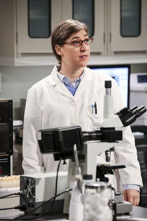 Amy (Mayim Bialik) und Sheldon arbeiten gemeinsam an einem Experiment. Von seinen Fortpflanzungsplänen ist sie allerdings wenig begeistert ... - Bildquelle: 2016 Warner Brothers