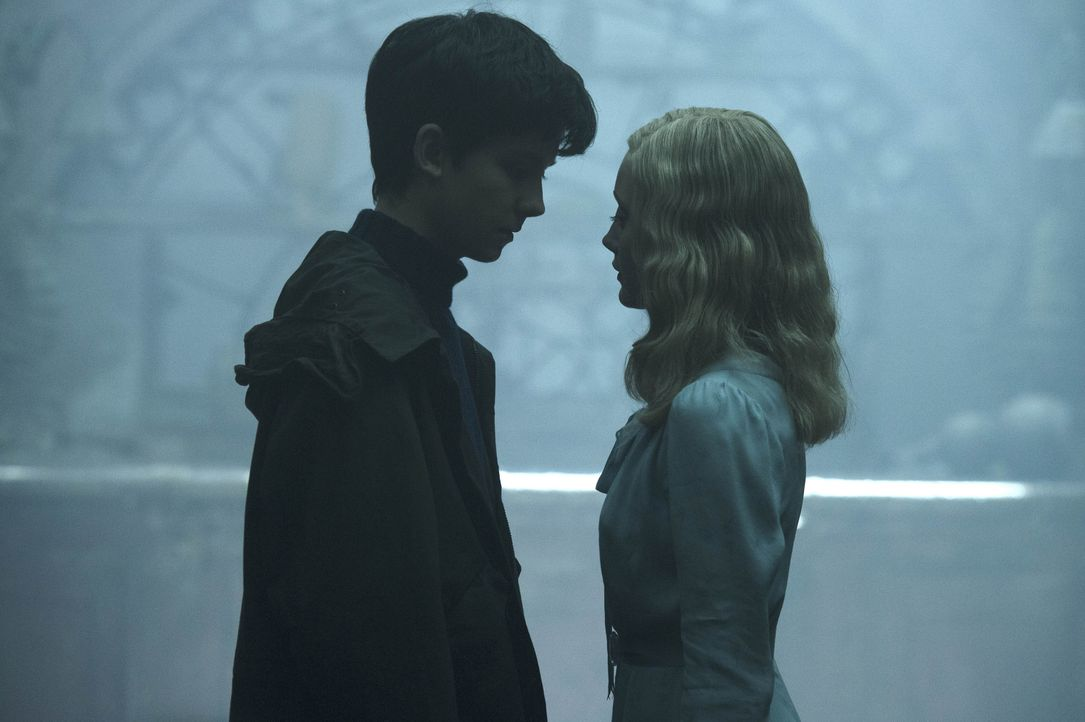 (v.l.n.r.) Jake (Asa Butterfield); Emma (Ella Purnell) - Bildquelle: Jay Maidment 2016 Twentieth Century Fox Film Corporation.  All rights reserved. / Jay Maidment
