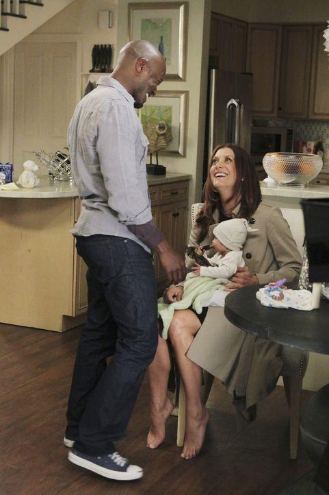 Nach und nach wird Sam (Taye Diggs, l.) klar, dass er Addison (Kate Walsh, r.) und Henry (Harlow Danger Contreras, M.) will. Doch ist es für diese... - Bildquelle: ABC Studios