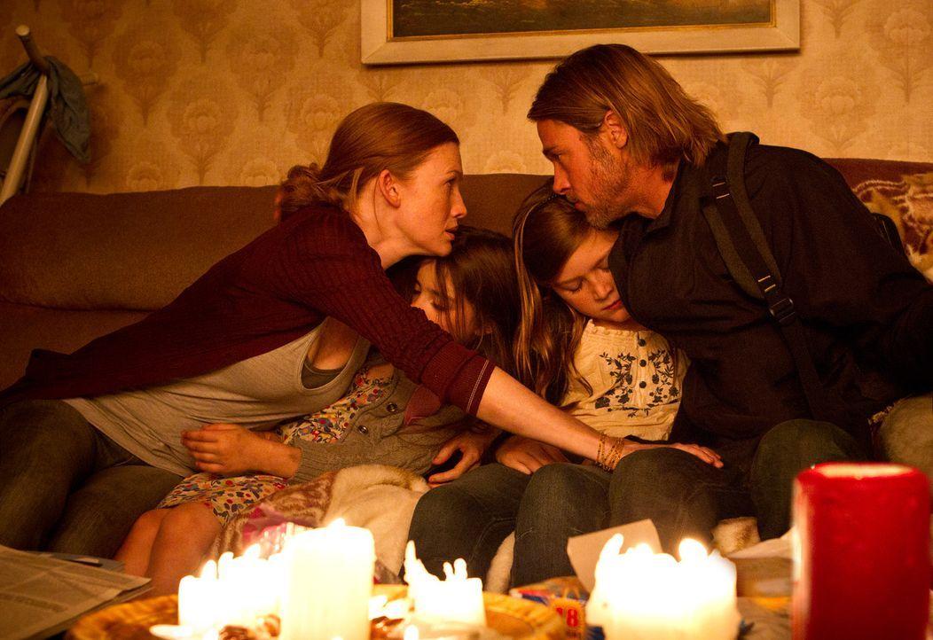 Wie geht es nun weiter? Während die Töchter Constance (Sterling Jerins, 2.v.l.) und Rachel (Abigal Hargrove, 2.v.r.) schlafen, beraten sich Kerin (M... - Bildquelle: 2013 Paramount Pictures.  All Rights Reserved.