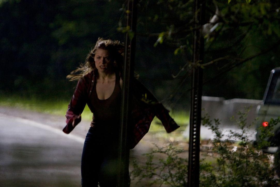 Im Visier eines Spitzhacke schwingenden Psychopathen: Sarah (Jaime King) ... - Bildquelle: 2009 Lions Gate Films Inc. All Rights Reserved