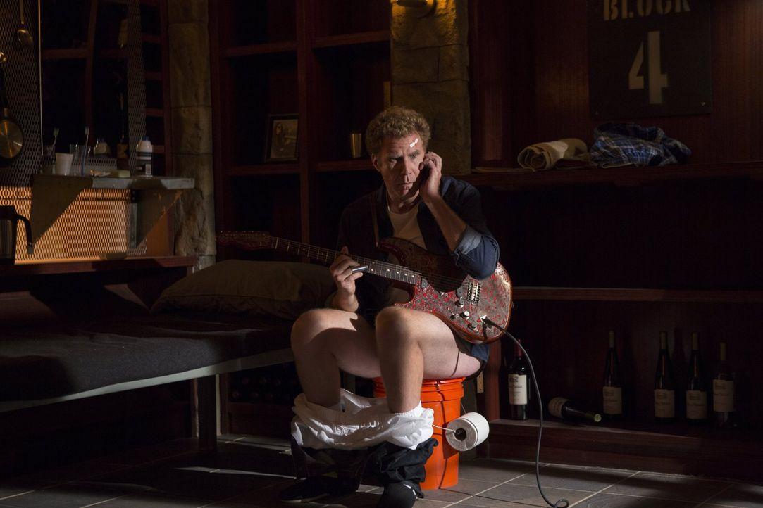 Noch vor kurzem hatte Investmentbanker James King (Will Ferrell) ein bequemes Leben mit hübschen Frauen, einer Villa und viel Personal, doch jetzt m... - Bildquelle: 2015 Warner Bros. Entertainment Inc. and Ratpac-Dune Entertainment LLC. All rights reserved.