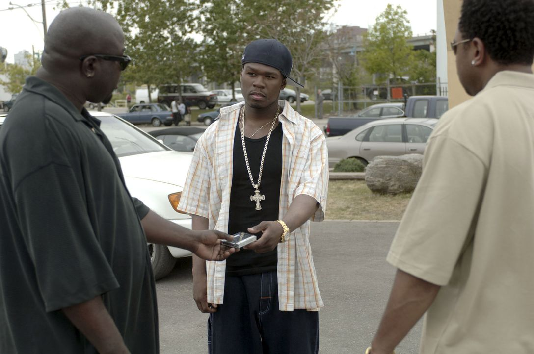 Tief im Drogensumpf: Marcus (50 Cent, M.) ... - Bildquelle: 2005 by PARAMOUNT PICTURES. All Rights Reserved.