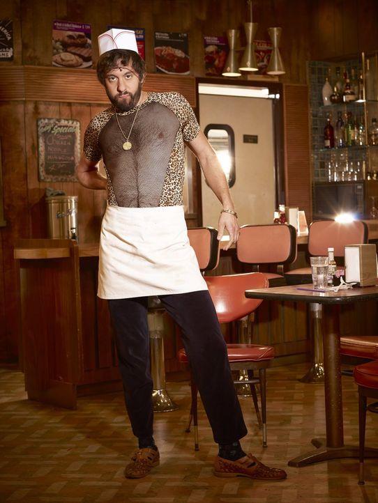 (6. Staffel) - Mit seinen kreativen Einfällen sorgt Oleg (Jonathan Kite) nicht immer für Begeisterung ... - Bildquelle: Warner Bros. Television