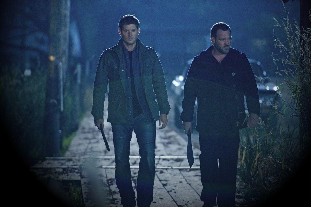 Schließlich muss sich Dean (Jensen Ackles, l.) tatsächlich die Frage stellen, wie wichtig ihm Benny (Ty Olsson, r.) wirklich ist ... - Bildquelle: Warner Bros. Television