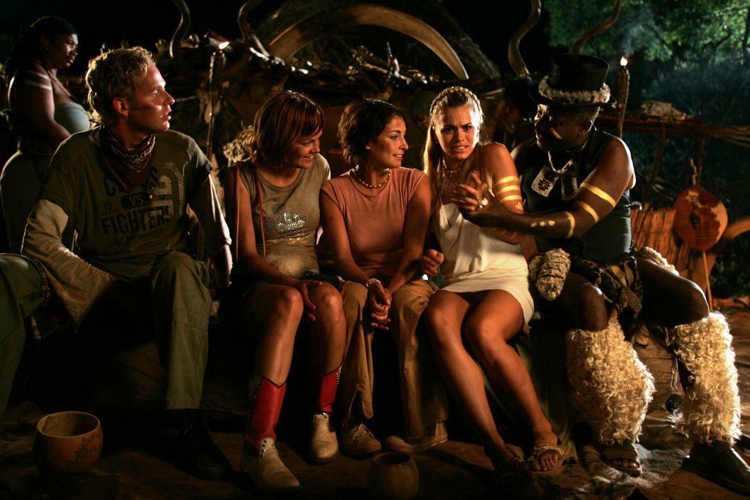 (v.l.n.r.) Aaron (Sander Jan Klerk), Sira (Juliette van Ardenne) und Elise (Vivienne van den Assem) vergeht schon bald das Lachen, als ihnen klar wi...