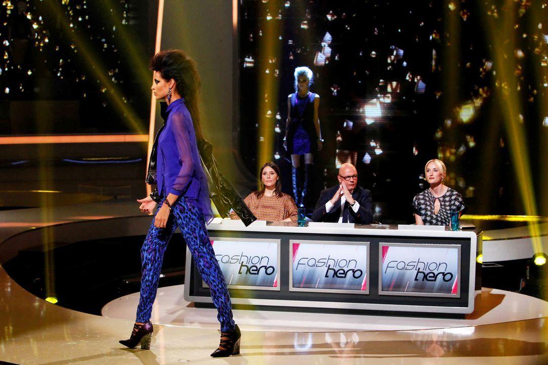 Fashion-Hero-Epi07-Gewinneroutfits-Rayan-Odyll-s-Oliver-04-Richard-Huebner - Bildquelle: Richard Huebner