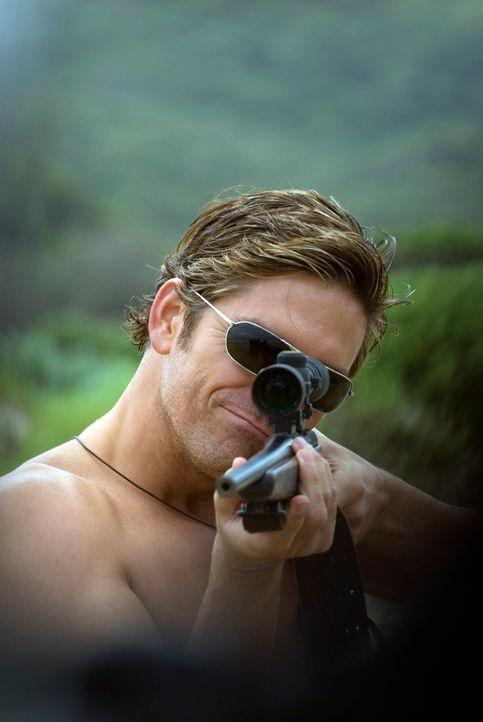Achtlos feuert Peter (James Caviezel) mit seinem Gewehr durch die Gegend und verletzt Tiere und Natur. Diese nimmt jedoch Rache und schlägt gnadenlo... - Bildquelle: Arclight Films