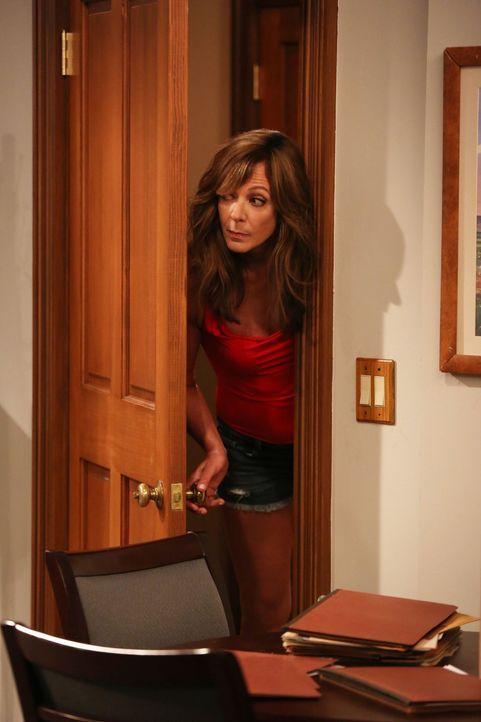 Bonnie (Allison Janney) hat einen neuen und überraschenden Liebhaber an der Angel ... - Bildquelle: 2015 Warner Bros. Entertainment, Inc.