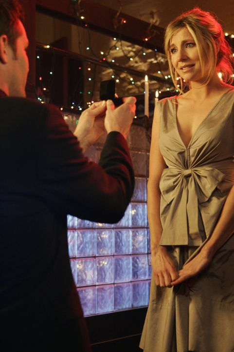 Keith (Travis Schuldt, l.) hält erneut um Elliots (Sarah Chalke, r.) Hand an ... - Bildquelle: Touchstone Television