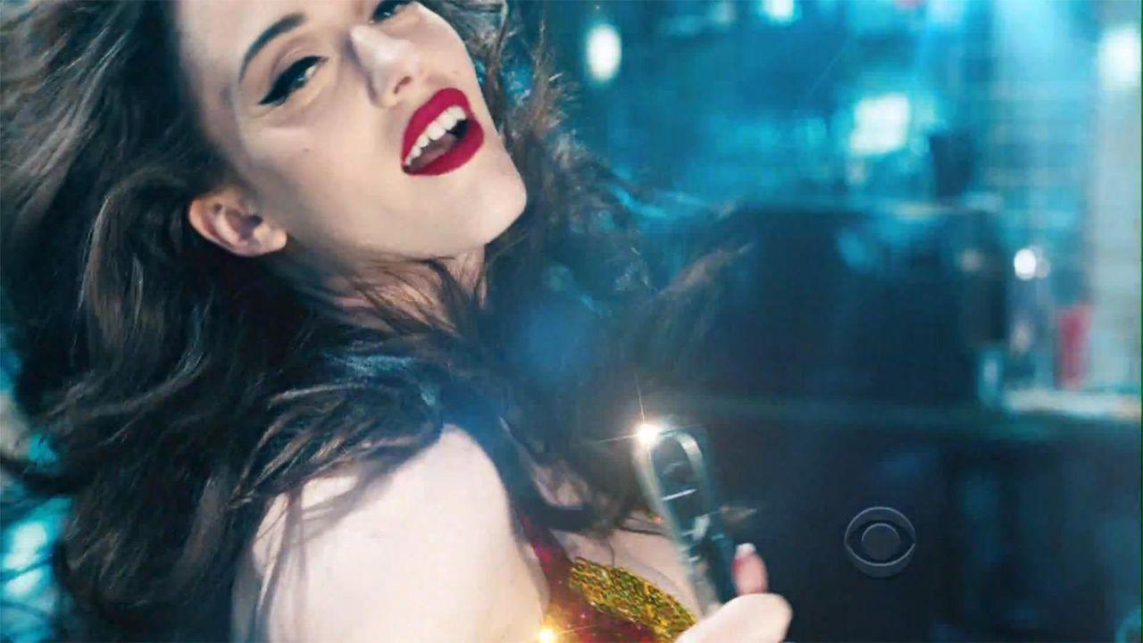 bild-2-broke-girls-super-bowl-sexy-strip-poledance-kat-dennings-beth-behrs-2-cbsjpg 1600 x 900 - Bildquelle: CBS