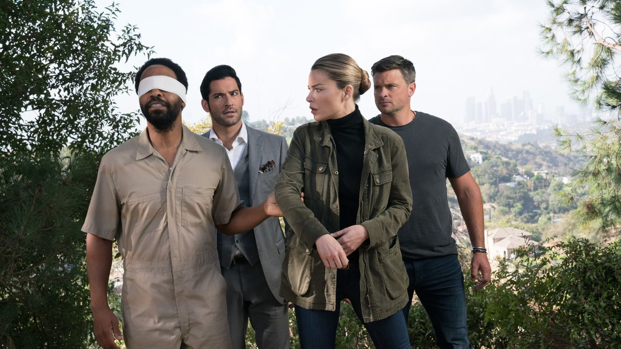 (v.l.n.r.) Sinnerman (Kevin Carroll); Lucifer (Tom Ellis); Chloe (Lauren German); Marcus (Tom Welling) - Bildquelle: Michael Desmond 2017 Fox Broadcasting Co./Michael Desmond