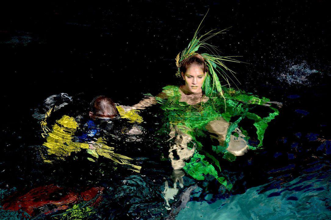 gntm-stf08-epi02-unterwasser-shooting-34-oliver-s-prosiebenjpg 2000 x 1331 - Bildquelle: Oliver S. - ProSieben