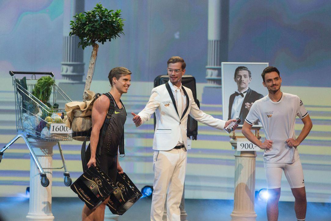 Wer ist der bessere Show-Master? Joko Winterscheidt (M.) mit seiner Show oder sein Kontrahent Klaas Heufer-Umlauf? - Bildquelle: Guido Ohlenbostel ProSieben