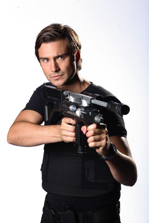 (4. Staffel) - Nimmt erneut den Kampf mit den Killern aus verschiedenen Erdzeitaltern auf: Captain Becker (Ben Mansfield) ... - Bildquelle: ITV Plc