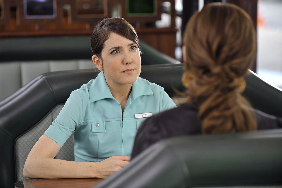 Violet (Amy Brenneman, r.) wird von Katie (Amanda Foreman, l.) wegen der Veröffentlichung ihres Buches verklagt, womit Violets Zulassung als Ärzti... - Bildquelle: ABC Studios