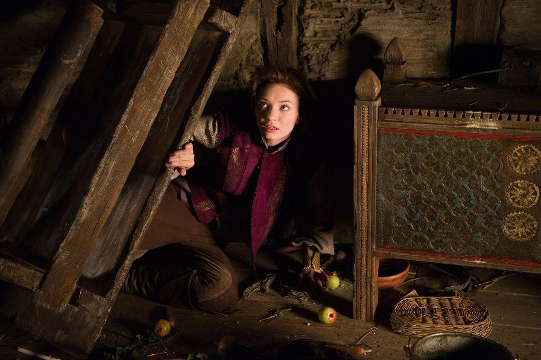 Auf der Flucht vor ihrem Vater, der sie gegen ihren Willen verheiraten will, sucht Prinzessin Isabelle (Eleanor Tomlinson) Schutz in der Hütte des B... - Bildquelle: Warner Brothers