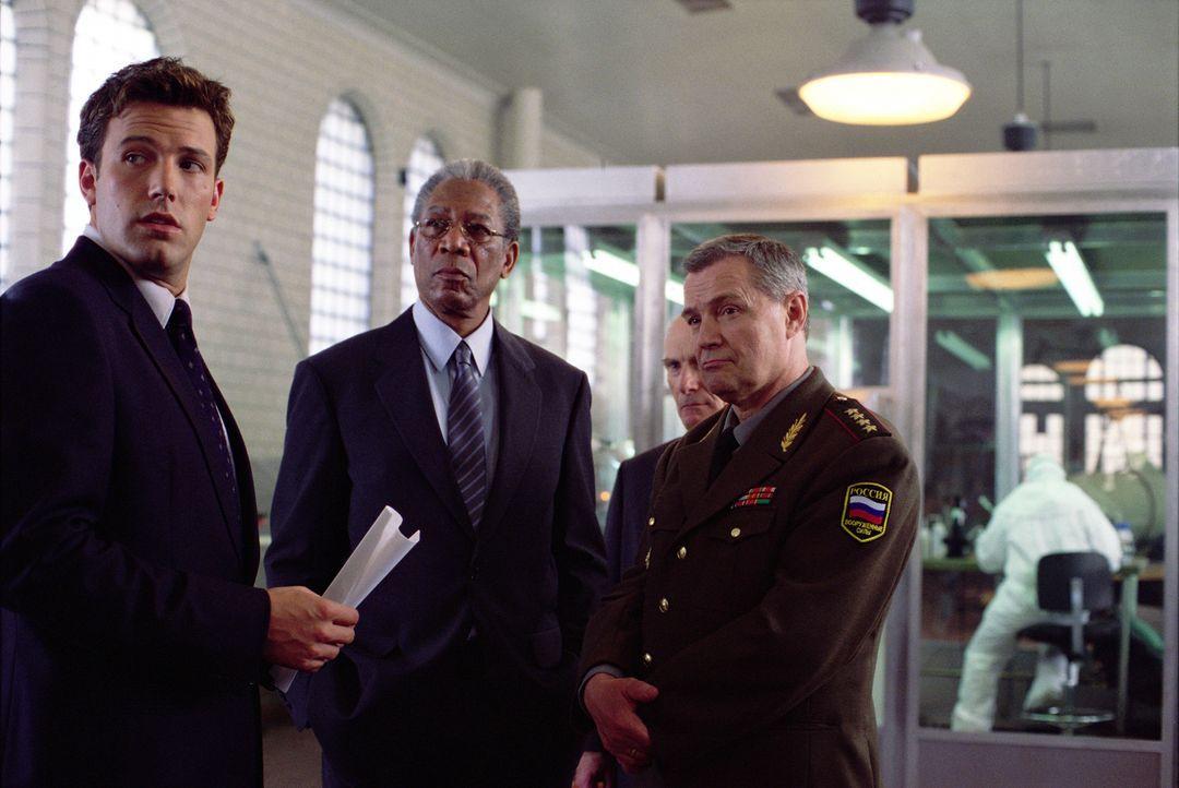 Versuchen verzweifelt zu verhindern, dass der Dritte Weltkrieg ausbricht: Jack Ryan (Ben Affleck), CIA-Chef Bill Cabot (Morgan Freeman) und General... - Bildquelle: Paramount Pictures