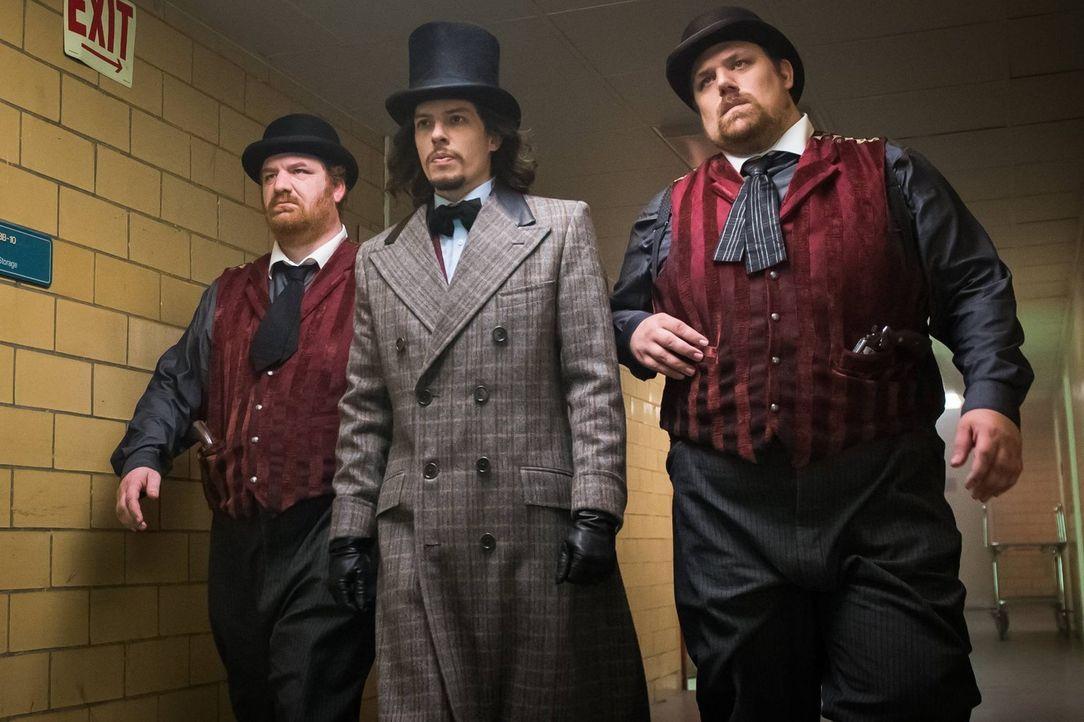Möchte Gotham City in den Wahnsinn treiben: Jervis (Benedict Samuel, M.) ... - Bildquelle: Warner Brothers