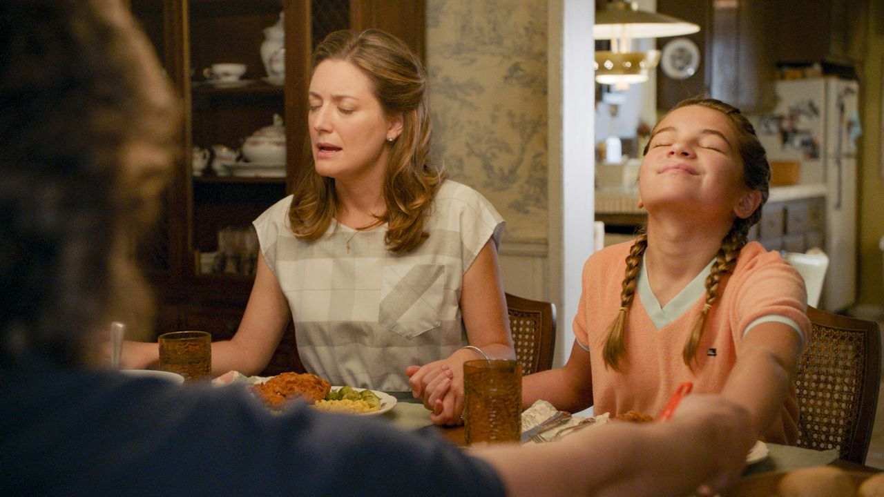 Mary Cooper (Zoe Perry, l.); Missy Cooper (Raegan Revord, r.) - Bildquelle: 2020 Warner Bros. Entertainment Inc. All Rights Reserved