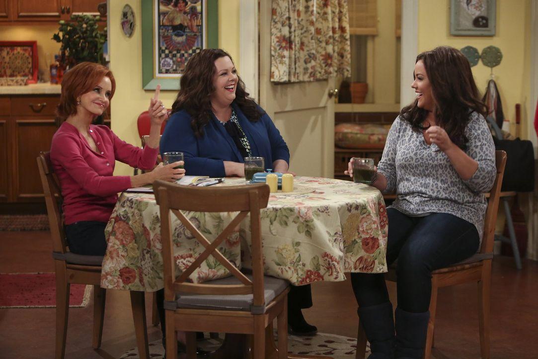 Victoria (Katy Mixon, r.) und Joyce (Swoosie Kurtz, l.) haben für Molly (Melissa McCarthy, M.) immer einen guten Rat parat ... - Bildquelle: Warner Brothers
