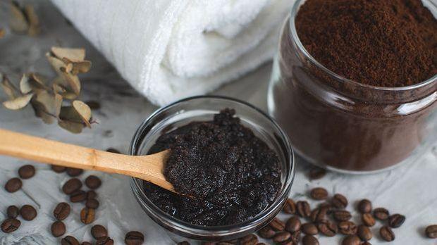 Peelingmasken mit Kaffeesatz und Zucker