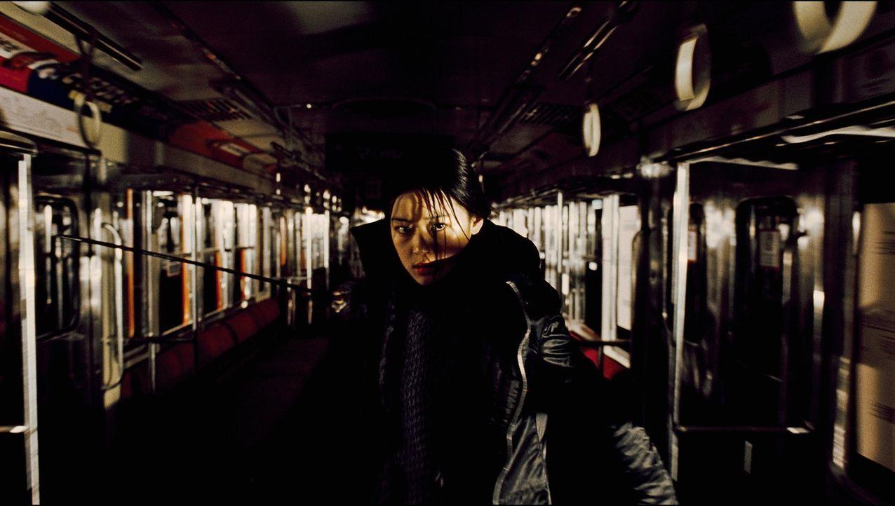Sayas (Gianna Jun) neuer Auftrag führt sie an eine US-Militärbasis in Tokio, wo sie mit übermenschlichen Kräften gegen die Vampirpatriarchin Oni...