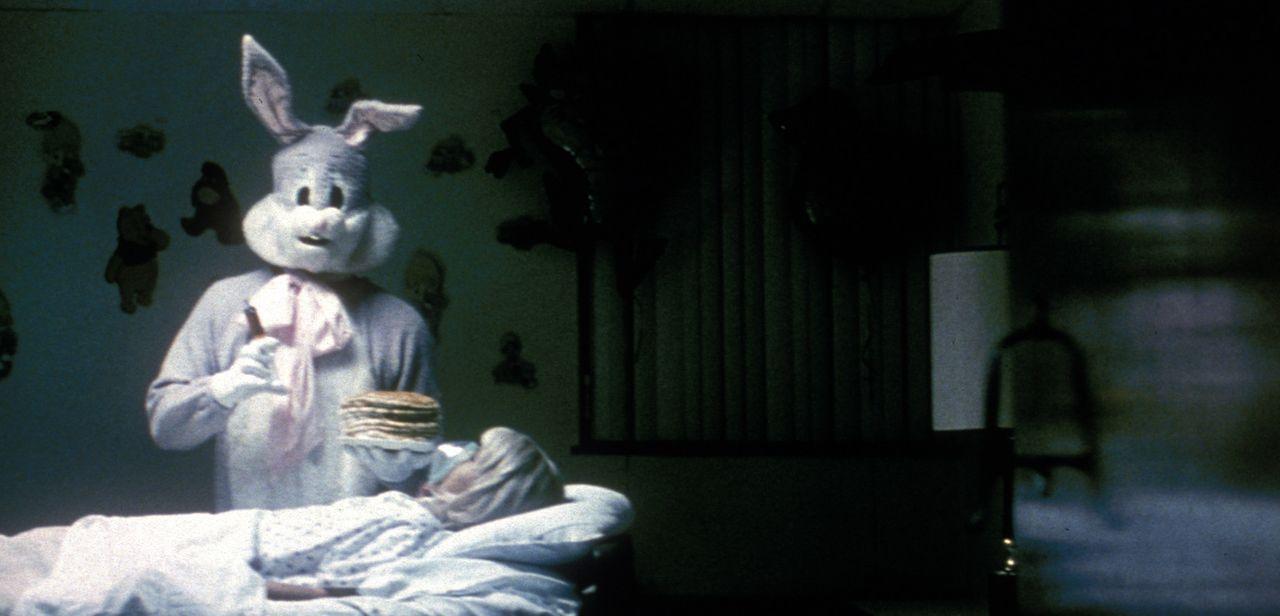 The Bunny Man treibt ungeniert sein Unwesen ... - Bildquelle: Tiberius Film